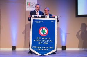 Francesco Santini ritira lo stendardo vinto da Civita Castellana per la Coppa Italia A2