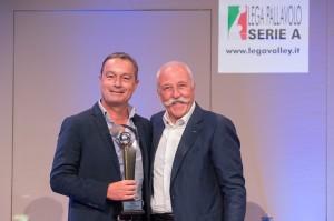 Mosna, Presidente onorario premia Bonitta, DG Ravenna per la vittoria in Challenge Cup