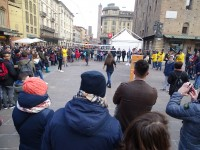 La folla gioca con Andrea Lucchetta