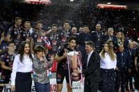 Stankovic riceve il trofeo dalla Presidente De Micheli e dal Resp. Comunicazione UnipolSai Gianmaria Restelli