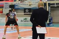L'allenatore Falabella durante una fase della partita