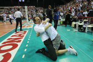 Bernardi felice abbraccia il figlio