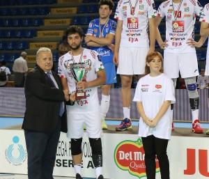 Finale Del Monte Junior League - Paolo Di Silvestre riceve la coppa per il 2o posto di Civitanova