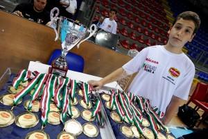Coppa e medaglie per 3a e 4a classificata della Del Monte Junior League