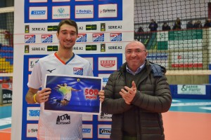 Baldazzi premiato dal sindaco di Cisano per i suoi 500 punti in serie A 2