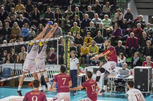 schiacciata Lasko Michal (Roma volley) muro a due monini