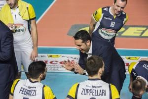 Lionetti Marco, secondo allenatore della Monini, da consigli a Fedrizzi Michele (monini)