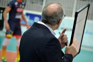 Coach Gulinelli dà indicazioni ai suoi
