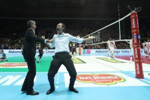 L'esultanza di Bernardi allenatore Sir per la vittoria