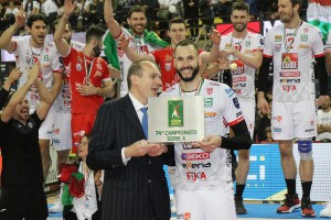Righi, AD Legavolley, consegna MVP a Juantorena