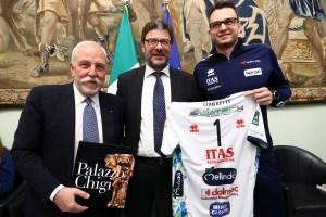 Il Pressidente Mosna, l'on. Giancarlo Giorgetti e Lorenzo Codarin