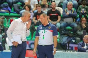 Intervento coach Serniotti con l'arbitro