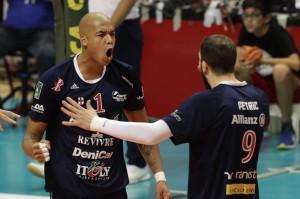 Abdel Aziz Nimir esulta con Petric