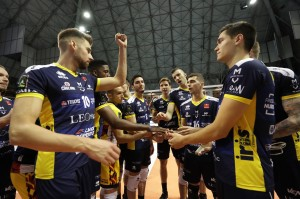 I giocatori di Modena esultano a fine partita