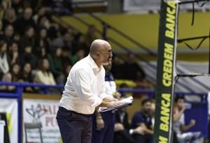 Coach Lorizio da indicazioni durante la partita