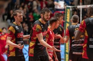 Il centrale Stefano Mengozzi con la sua squadra