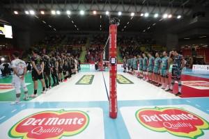 Perugia e Lube squadre schierate inno nazionale