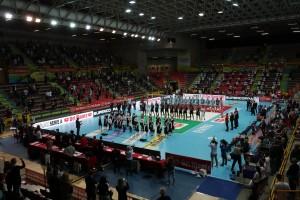 Perugia e Lube squadre schierate inno nazionale panoramica palazzetto