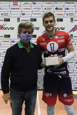 Clevenot premiato MVP da Piero Roncuzzi vice Presidente Ravenna