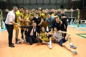 I giocatori di Modena festeggiano a fine partita