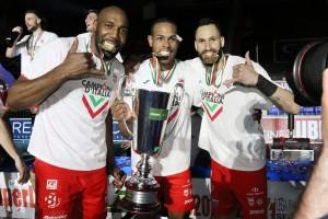 Simon, Leal e Juantorena con la Coppa
