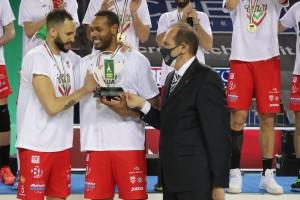 L'MVP Osmany Jantorena condivide il premio con il compagno Leal