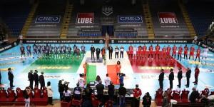 Squadre schierate per l'inno d'Italia