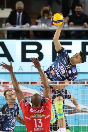 Sebastian Solé vola dal centro