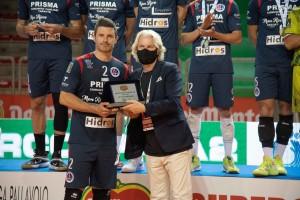 Il vicesindaco Fabiano Marti premia capitan Coscione, secondo con la sua Prisma