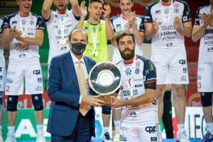 Il presidente Massimo Righi premia Juan Ignacio Finoli, Del Monte MVP